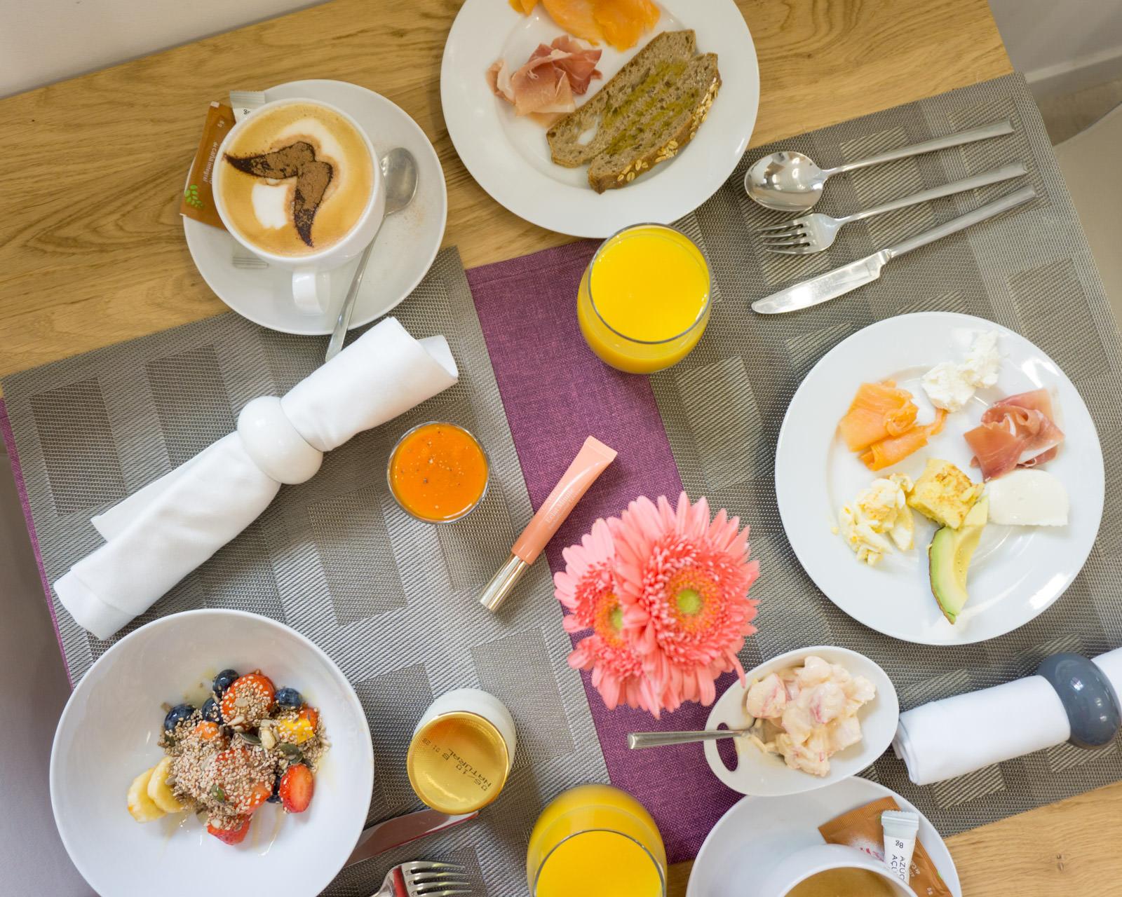 Hotel Can Mostatxins breakfast table